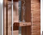Möbel: Dielen und Garderobenschränke  111